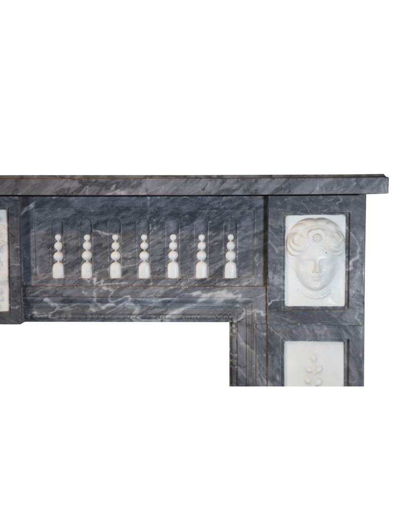 Maison Leon Van den Bogaert Antique Fireplaces & Vintage Architectural Elements 18. Jahrhundert Zweifarbig Belgischen Marmor Antike Kamin Maske