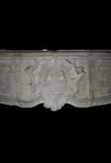 Delicado Siglo 17 Francés Del País De La Piedra Caliza Chimenea Surround