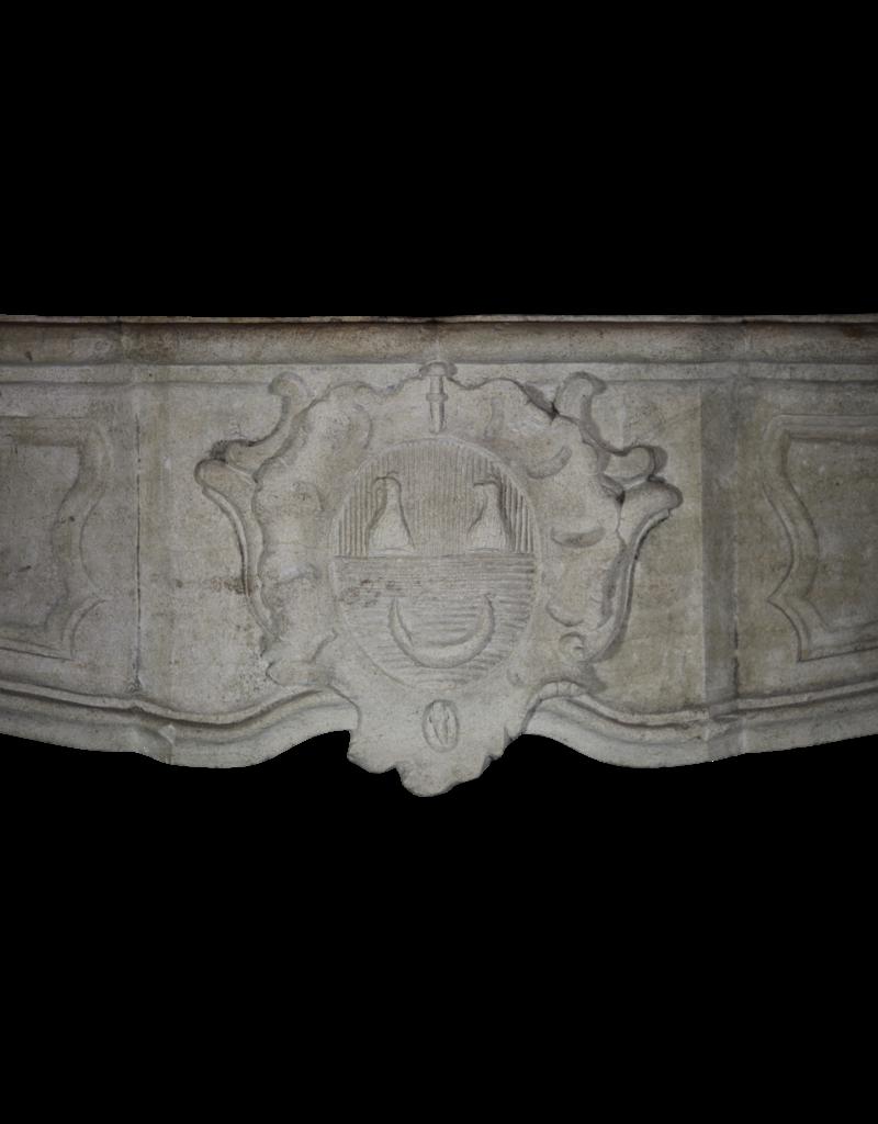 Maison Leon Van den Bogaert Antique Fireplaces & Vintage Architectural Elements Delicado Siglo 17 Francés Del País De La Piedra Caliza Chimenea Surround