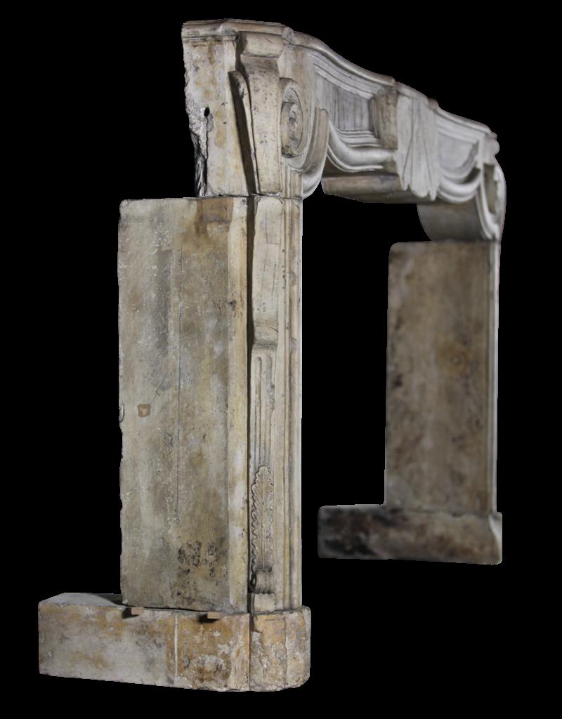 Francés 17O Período Siglo Francés Del Estilo De País De La Piedra Caliza Antiguo Chimenea