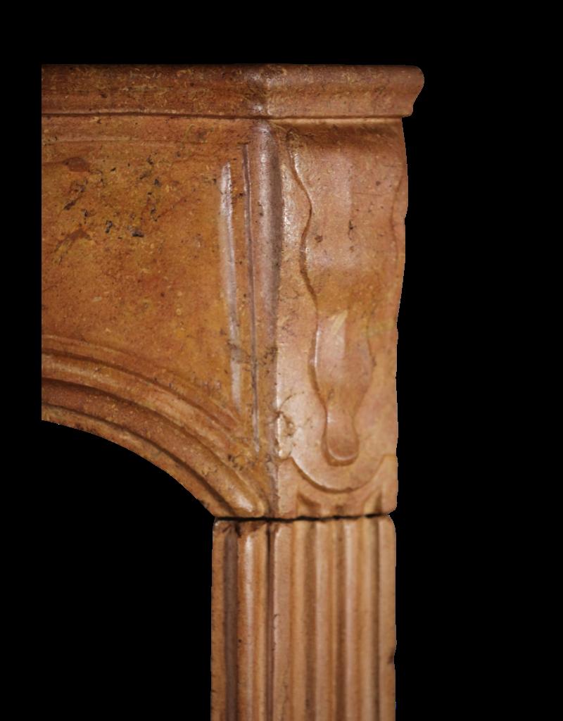 17. Jahrhundert Empfindliche Französisch Hartsteinkamin Surround