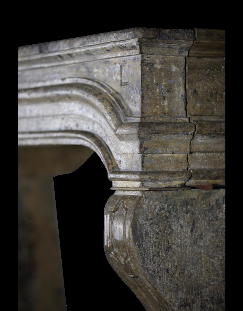 Maison Leon Van den Bogaert Antique Fireplaces & Vintage Architectural Elements Francés Del Estilo De País Del Siglo 17 Período De Piedra Caliza Chimenea Surround