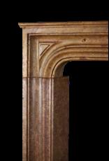 17. Jahrhundert Kleine Italienische Hartsteinkamin Surround