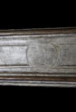 Breites Französisch Kalkstein Kamin Maske