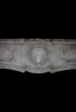 Maison Leon Van den Bogaert Antique Fireplaces & Vintage Architectural Elements Groß 18. Jahrhundert Französisch Harten Stein Antike Kamin Verkleidung