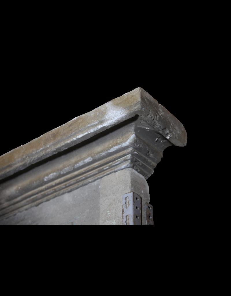 Französisch 18. Jahrhundert Periode Französisch Landstil Kalkstein Kamin Maske