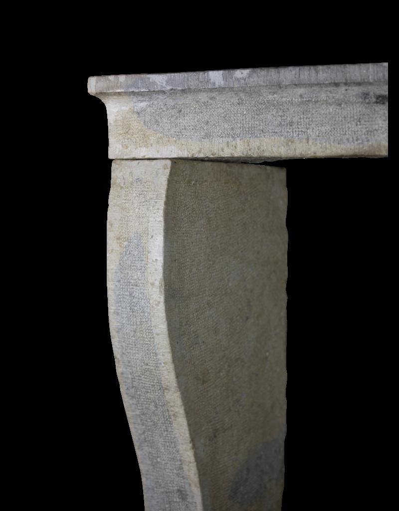 Rustikale Französische Kaminumrandung Im Französischen Landhausstil