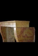 Kleine Französische Vintage Kamin Maske Für Vielseitiges Und Modernes Innenraumkonzept
