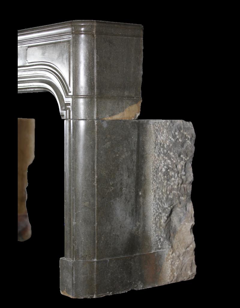 Starker Französischer Antiker Steinkaminmantel