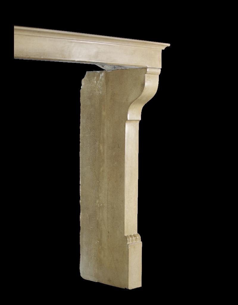 The Antique Fireplace Bank Französischer Eleganter Kalkstein Im Landhausstil Vintage Kamin Maske Mit Besonderen Details Auf Den Pfosten
