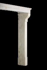 Höhe Französische Kalksteinkamineinfassung Im Französischen Landhausstil