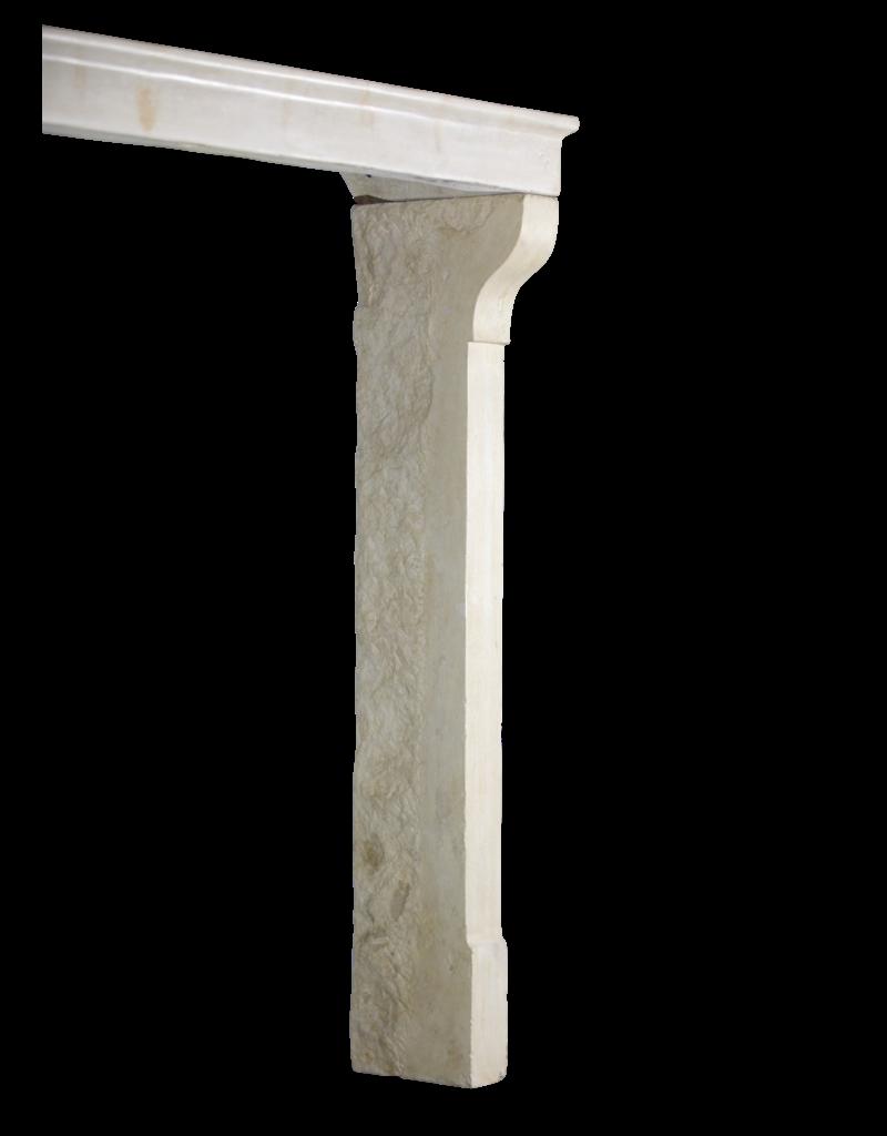 Alta Chimenea De Piedra Caliza Vintage De Estilo Rústico Francés