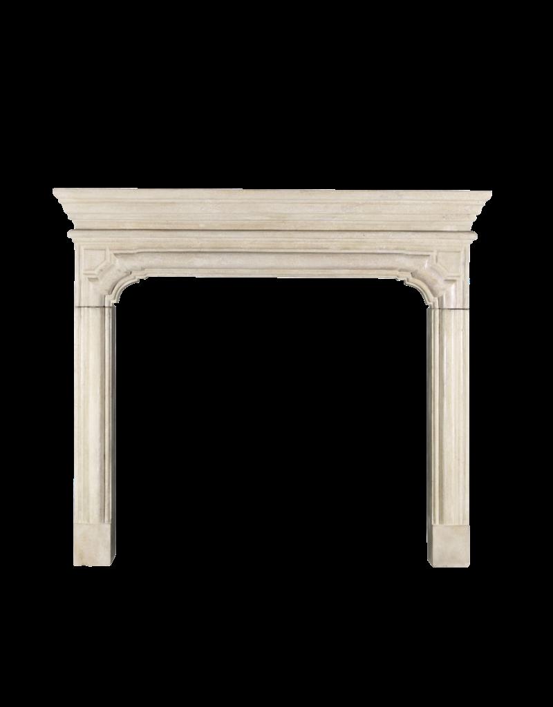 The Antique Fireplace Bank Zeitloser Französischer Harter Kalkstein Im Louis XIV-Stil