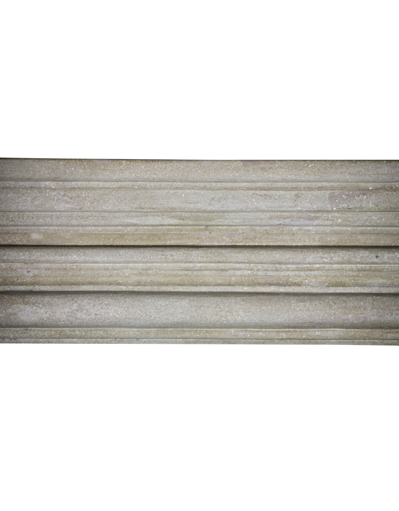 Zeitloser Französischer Harter Kalkstein Im Louis XIV-Stil