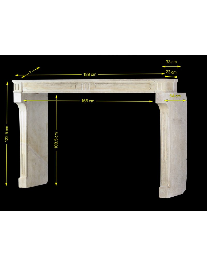 Antike Französische Kalksteinkamineinfassung Im Landhausstil