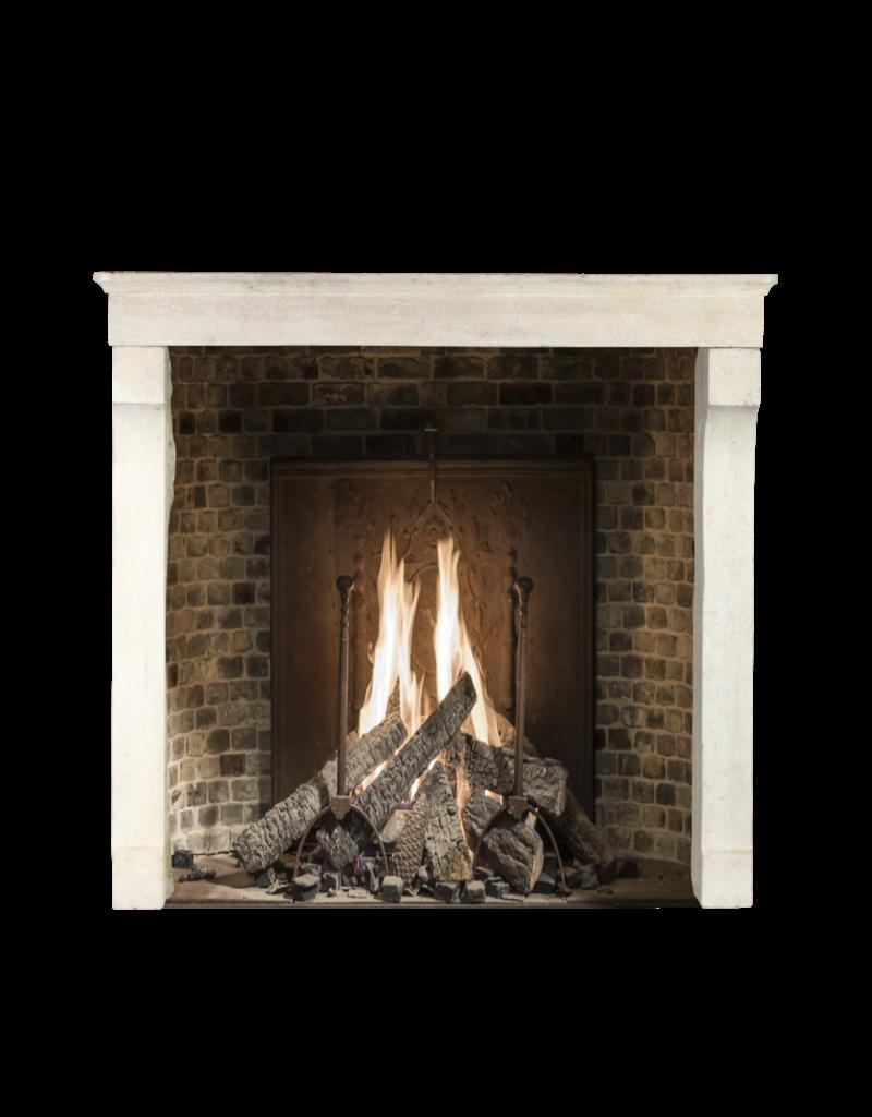Maison Leon Van den Bogaert Antique Fireplaces & Vintage Architectural Elements Alrededor De La Chimenea De Piedra Caliza De Estilo Rústico Francés Intemporal