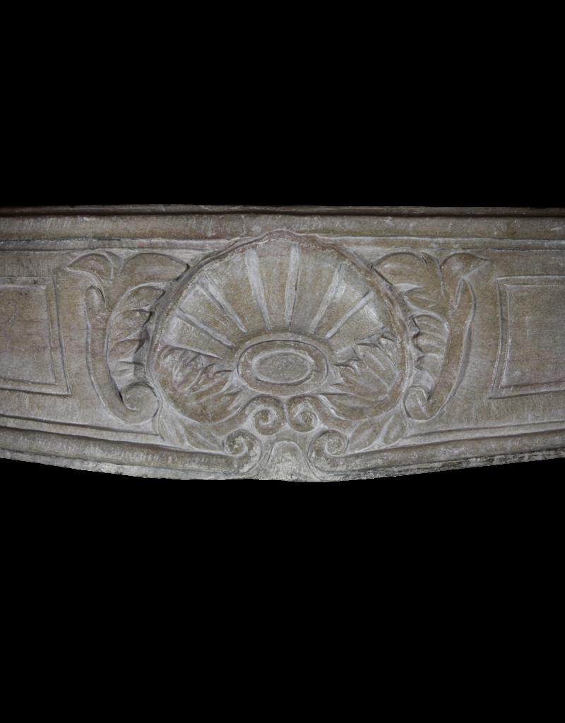 Starkes Französisches Antikes Kalkstein-Kaminstück
