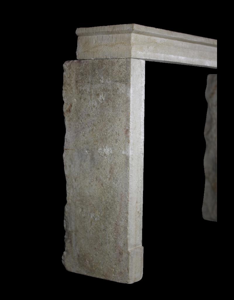 Zeitlose Schicke Französische Kalkstein-Kamin