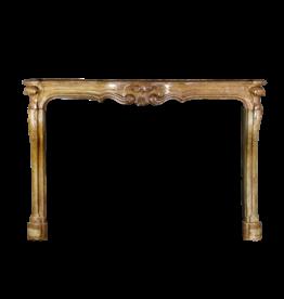 Französischer Steinkamin Aus Dem 18. Jahrhundert