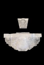 Monumentaler Kalksteinmauerbrunnen