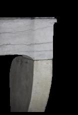 Rustikaler französischer zweifarbiger Kaminmaske