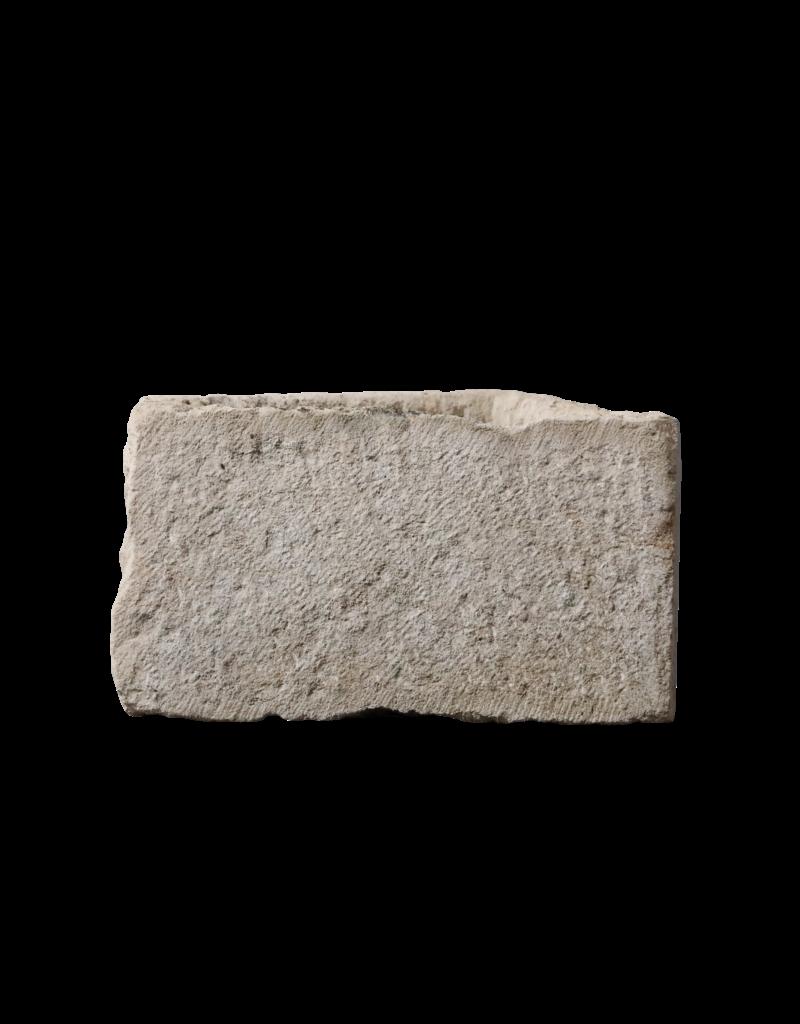 Rustikales französisches Kalksteinbecken