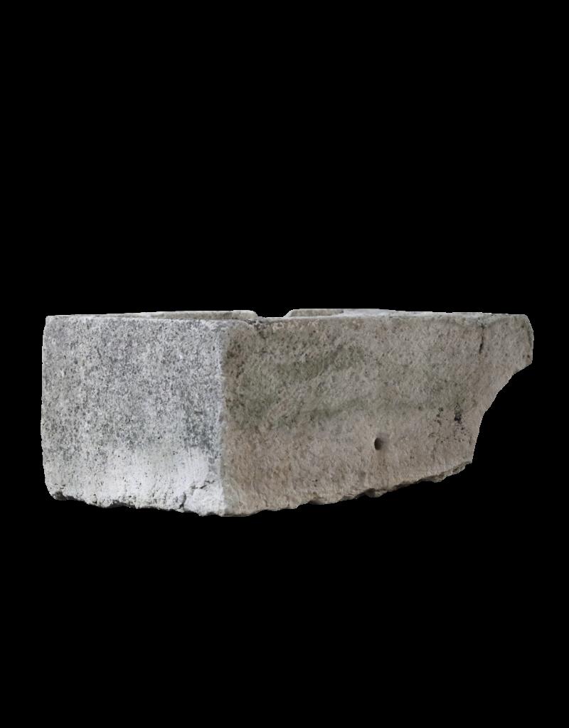 Waschtrog in hartem Kalkstein