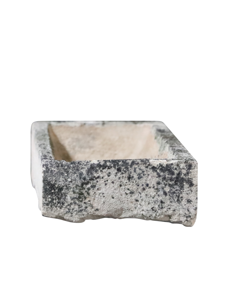 Rustikales französisches Kalksteintrogfragment in Kalkstein