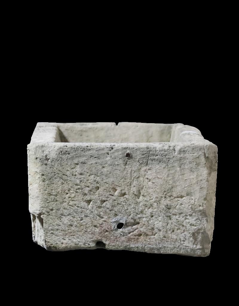 Französischer Kalksteintrog im Farmstil