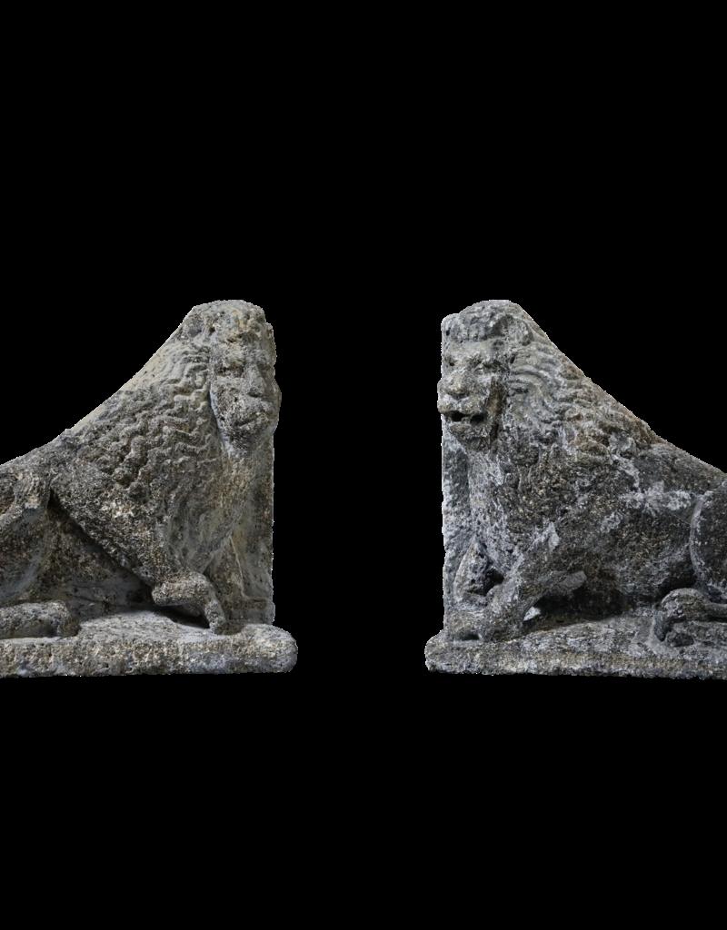 Antikes Paar Schloss Kalksteinlöwen