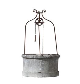 Historischer französischer Brünnenkopfstein