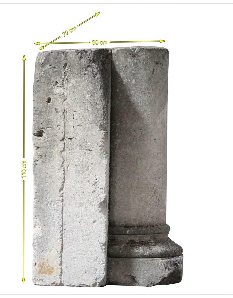 Antike Kalksteinsäule