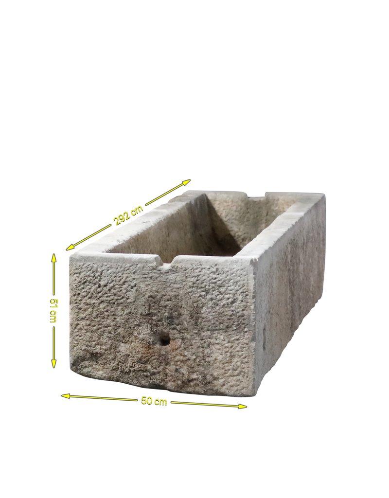 Trog im Kalkstein