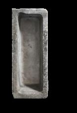 Maison Leon Van den Bogaert Antique Fireplaces & Vintage Architectural Elements Feiner antiker Trog in Kalkstein
