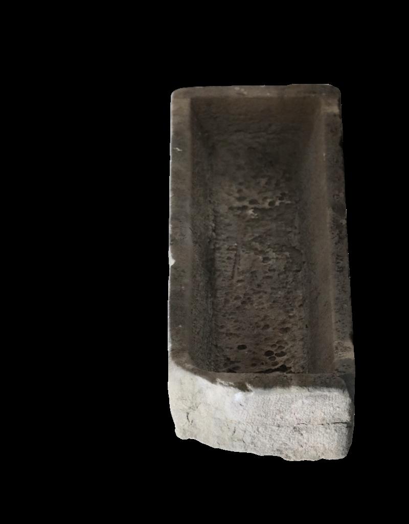 Comedero Para Ganado Antiguo En Piedra Caliza