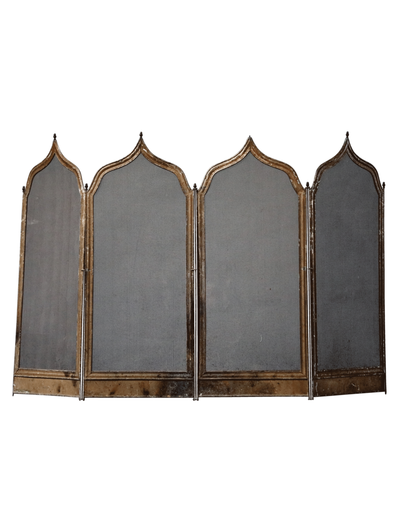 Rustikaler Kaminschirm im französischen gotischen Stil