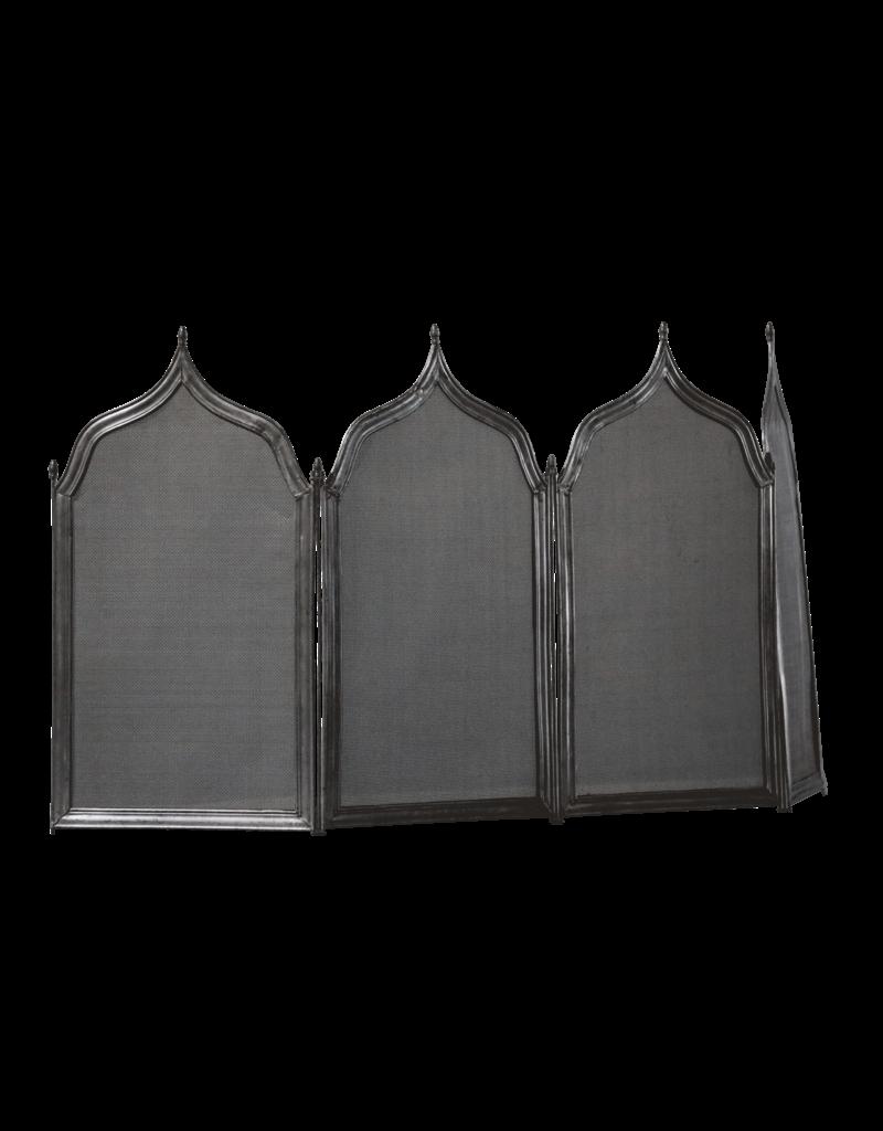 Kaminschirm im gotischen Stil