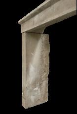 The Antique Fireplace Bank Rustikaler Kaminmantel aus Kalkstein