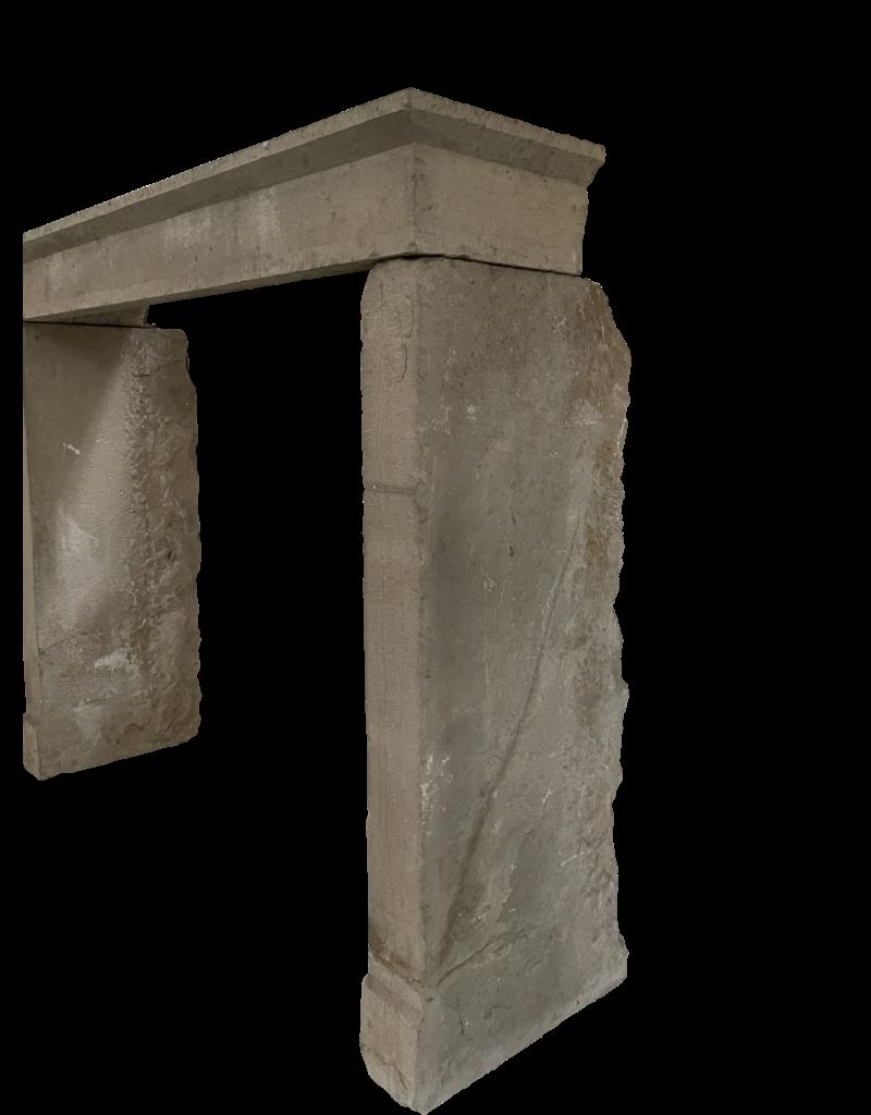 Rustikaler Kaminmantel aus Kalkstein