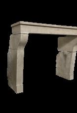 The Antique Fireplace Bank Elegante französische Kalkstein-Kaminverkleidung