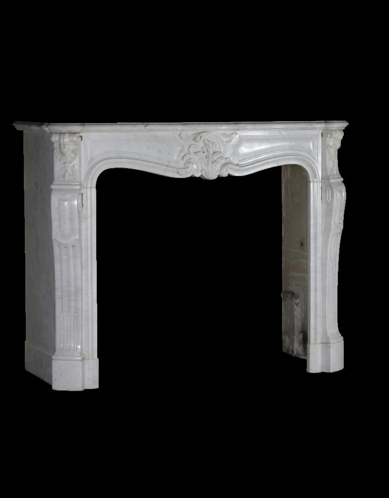 The Antique Fireplace Bank Klassischer Kamin aus weißem Marmor im Regency-Stil