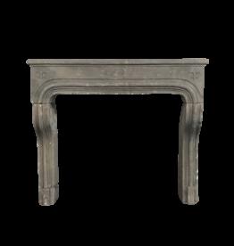 Rustikaler Kaminmantel aus Grez-Kalkstein