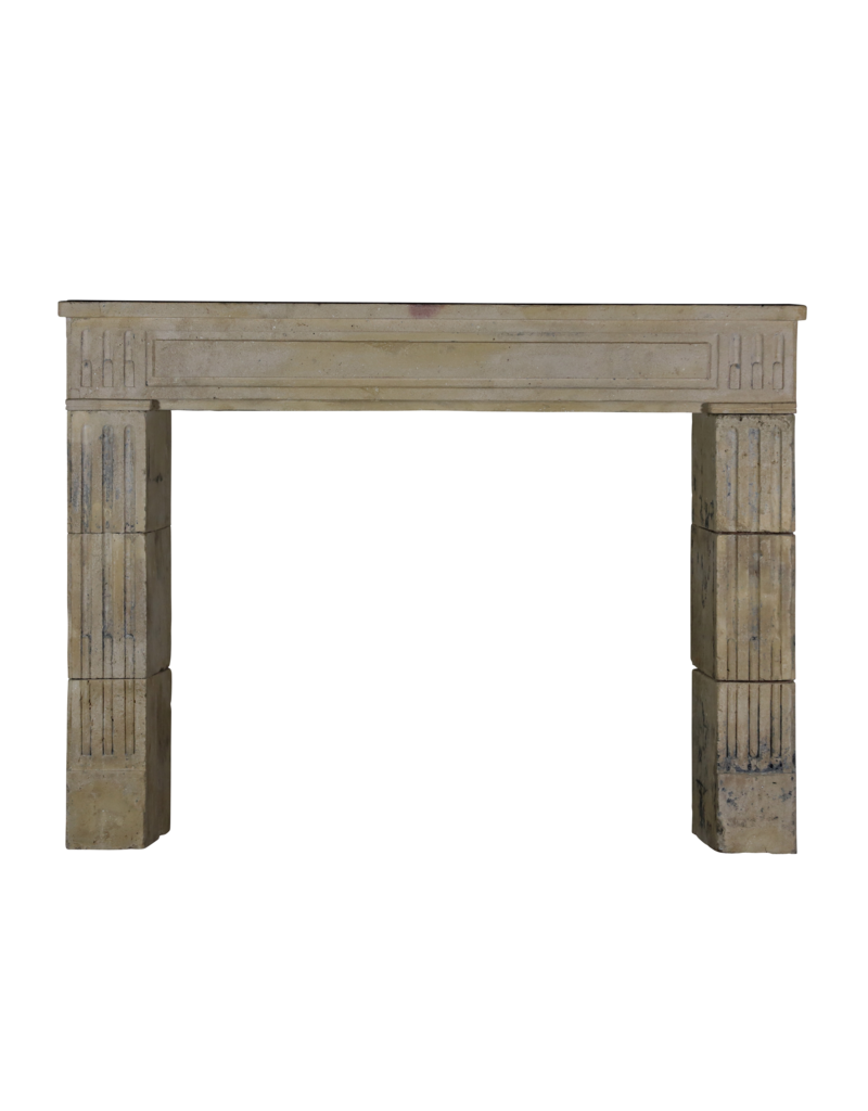 Klassische und rustikale Kalkstein-Kamin-Einfassung