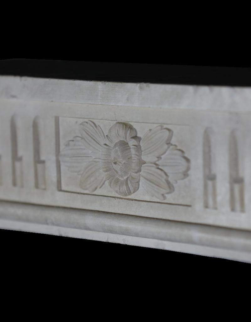 Elegante französische Kalkstein-Kamin-Einfassung