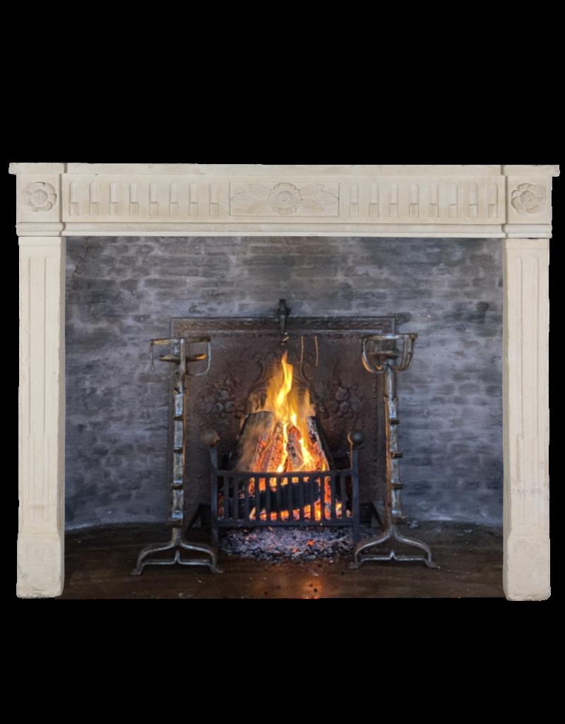 The Antique Fireplace Bank Elegante französische Kalkstein-Kamin-Einfassung