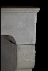 Rustikale und starke Steinkamin-Einfassung