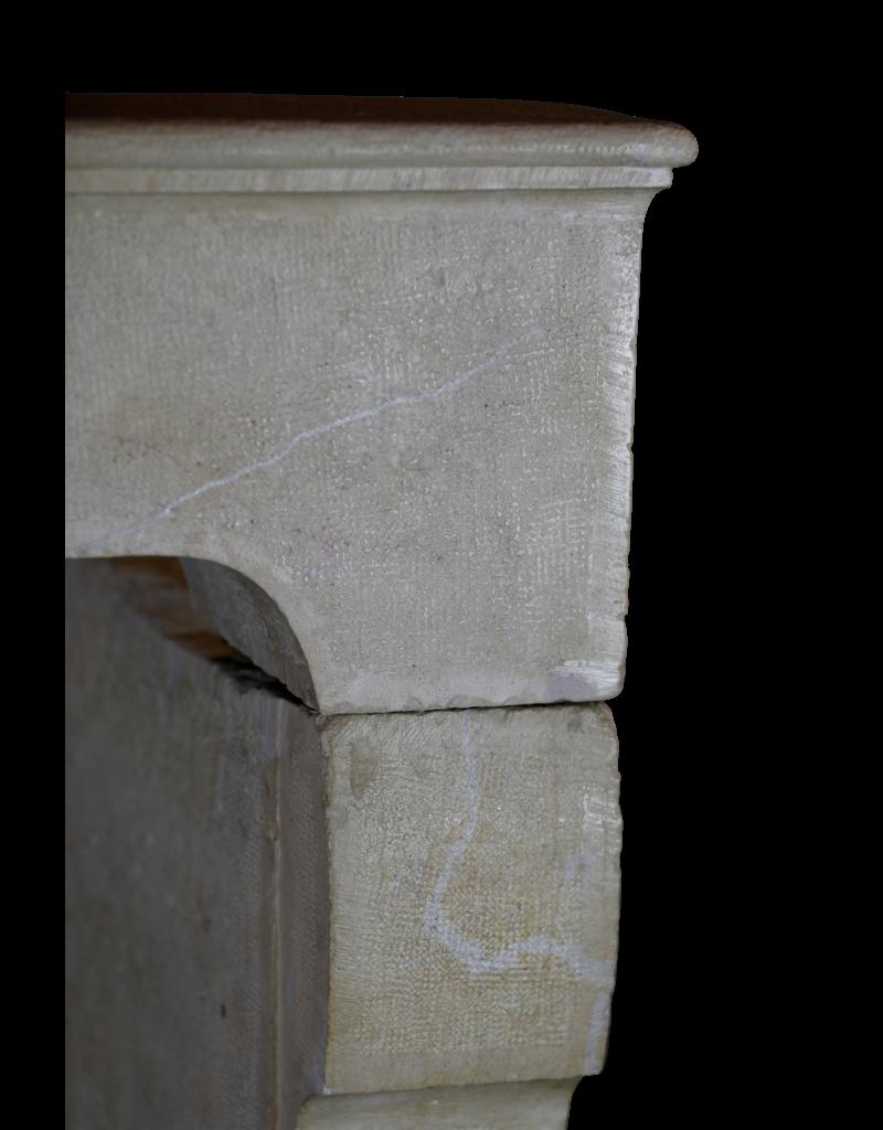 The Antique Fireplace Bank Rustikale und starke Steinkamin-Einfassung