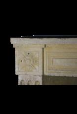 The Antique Fireplace Bank Rustikale klassische Louis XVI Kalkstein Kaminverkleidung
