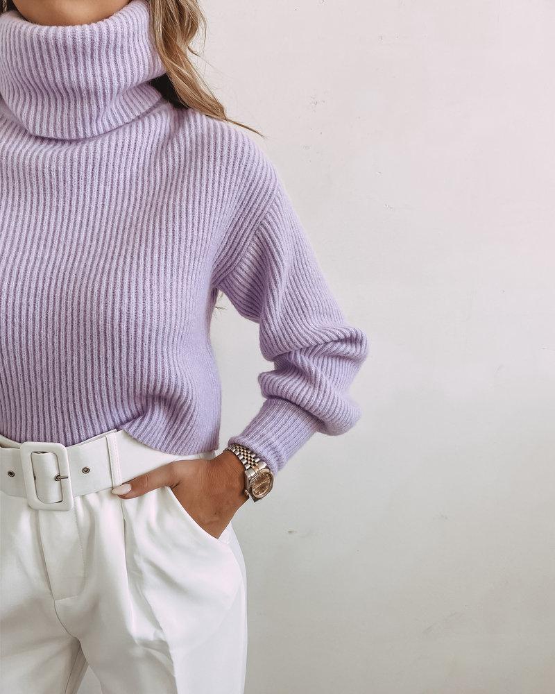 Lila Oversized Sleeve Sweater Short Model