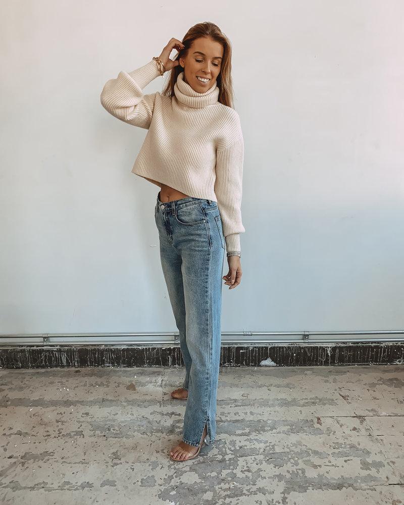 Beige Oversized Sleeve Sweater Short Model